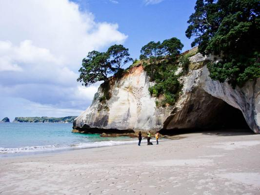 cathedral-cove-nz-11.jpg